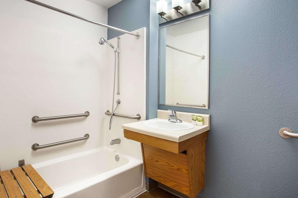 Standardrum - 1 dubbelsäng - tillgänglighetsanpassat - icke-rökare (Bathtub) - Badrum