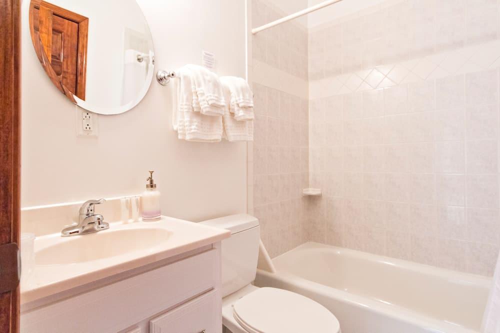 Izba, súkromná kúpeľňa (Room 302 (1 queen bed max 2 people)) - Kúpeľňa