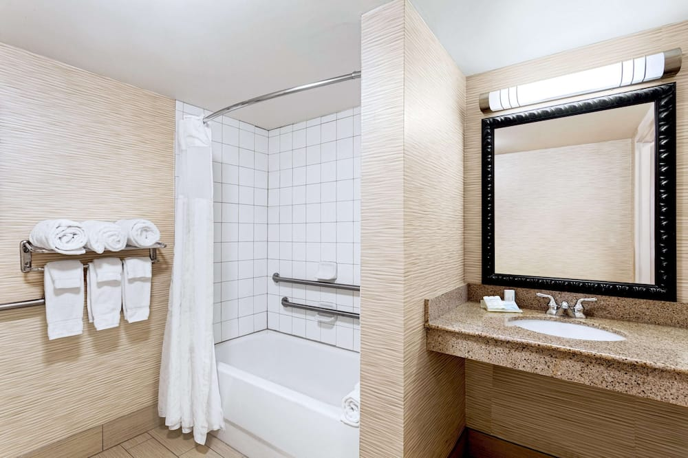 Room, 2 Queen Beds, Accessible, Allergy Friendly (Mobility, Bathtub) - Bathroom