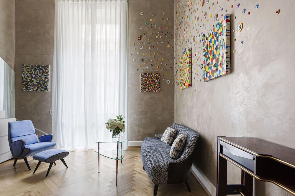 Suite (Gallery) - Living Area