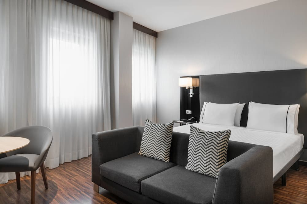 Superior Room, 1 King Bed, Non Smoking, City View - Guest Room