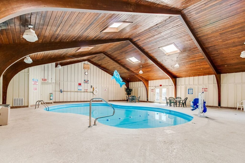 Equality Lodge Rockford Indoor Pool