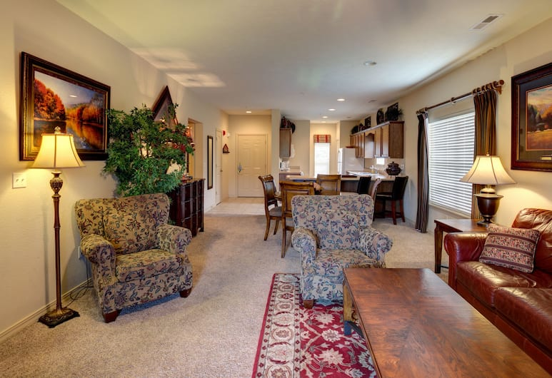 Branson Condo Resorts by Andy Williams Theatre, Branson, Deluxe Condo, 3 Bedrooms, Ensuite, Golf View, Living Area