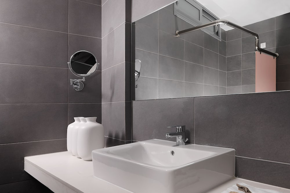 Standard Single Room, Sea View - Bathroom