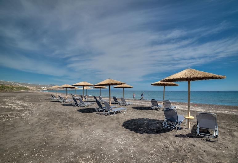 Scorpios Beach Hotel Apartments & Studios, Santorini, Strand