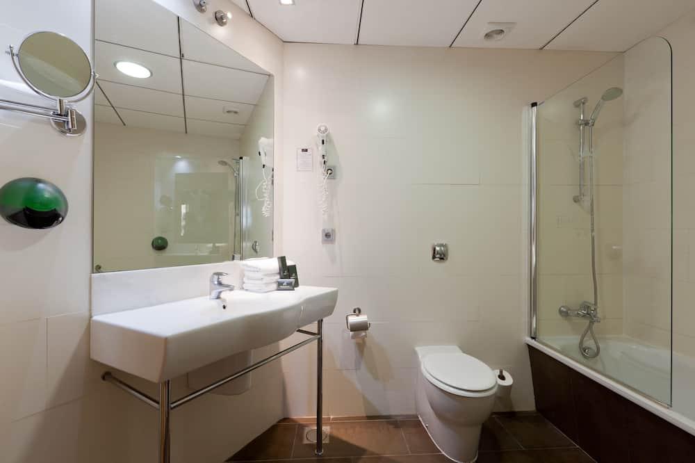 Double Room (3 Adults) - Bathroom