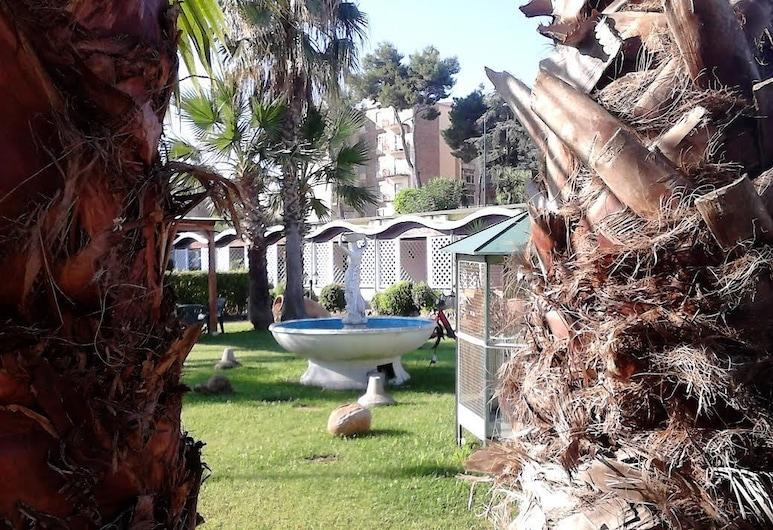 Green Park Hotel, Napoli, Parco della struttura