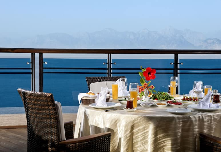 Oz Hotels Antalya Hotel Resort & Spa, Antalya, Restaurang utomhus