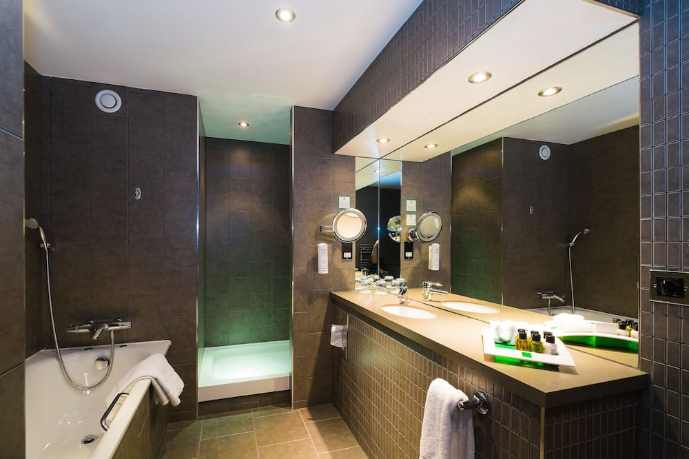 Apartmán typu Executive, 1 extra veľké dvojlôžko s rozkladacou sedačkou, nefajčiarska izba - Kúpeľňa