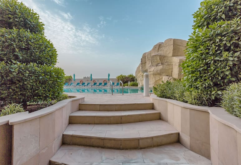 Park Hotel Apartments, Dubai, Outdoor Pool