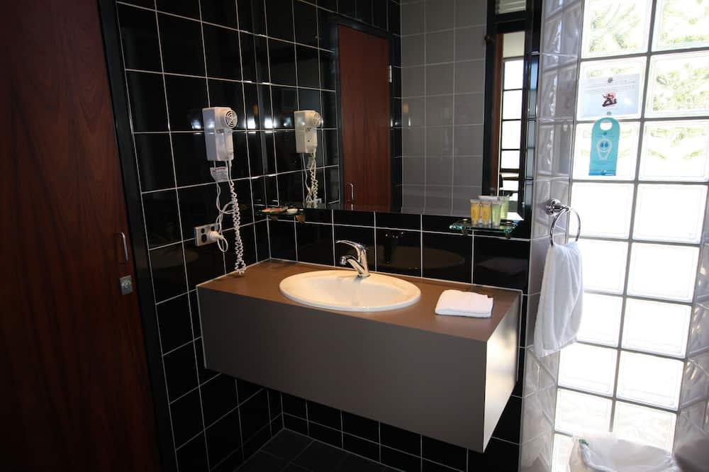 Superior-værelse - 1 queensize-seng med sovesofa - Badeværelse