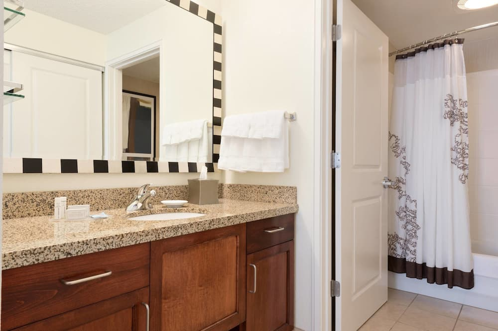 Room, 1 King Bed, Non Smoking, Allergy Friendly (pure) - Bathroom