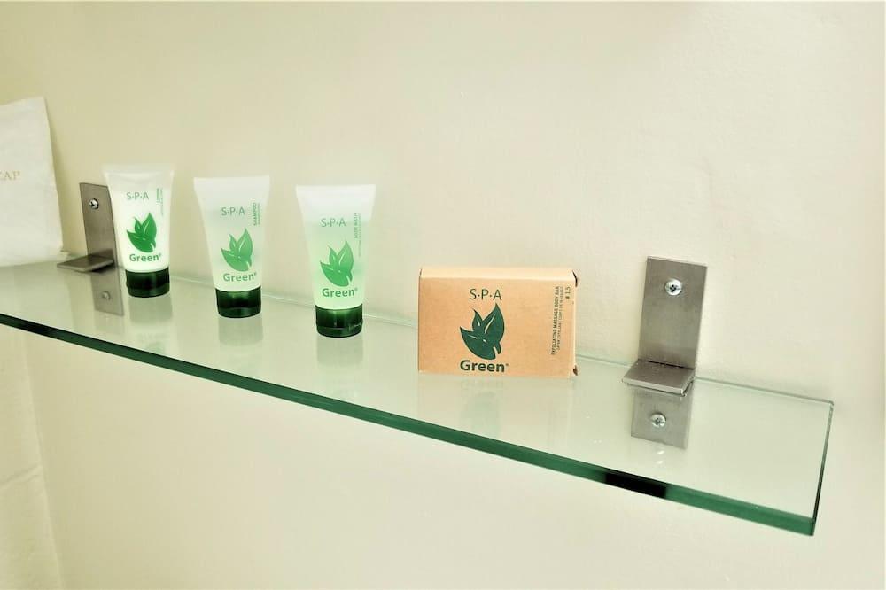 Design Room, 1 King Bed, Non Smoking - Bathroom Amenities