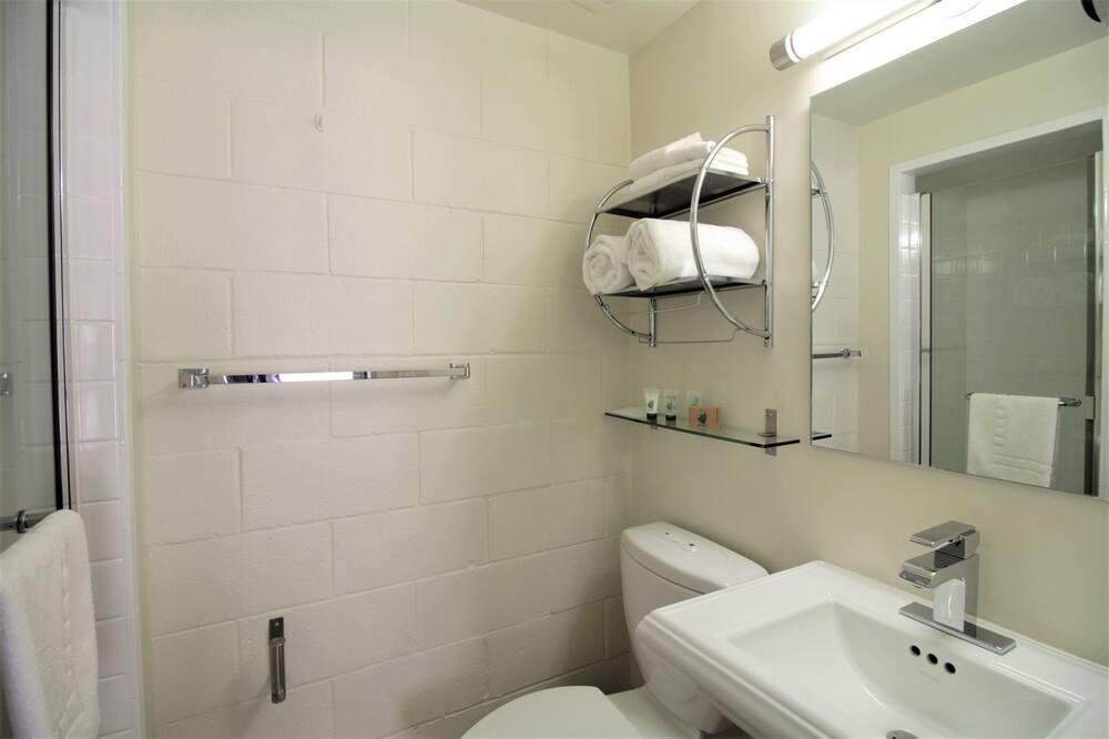 Design Room, 1 King Bed, Non Smoking - Bathroom
