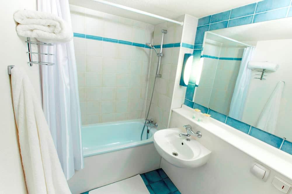 Standard Δωμάτιο, 2 Μονά Κρεβάτια (1 Junior Bed up to 10 years) - Μπάνιο