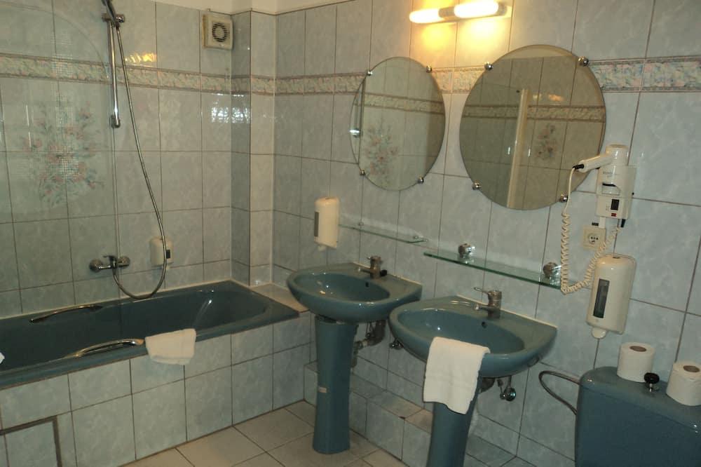 Familieværelse (For 5 People) - Badeværelse