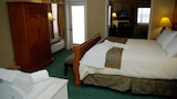 Choose This Beach Hotel in Traverse City -  - Online Room Reservations