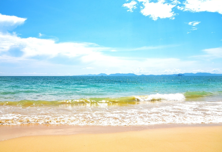 Sofitel Krabi Phokeethra Golf & Spa Resort, Krabi, Beach
