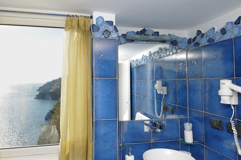 Junior Suite, Balcony, Sea View - Bathroom