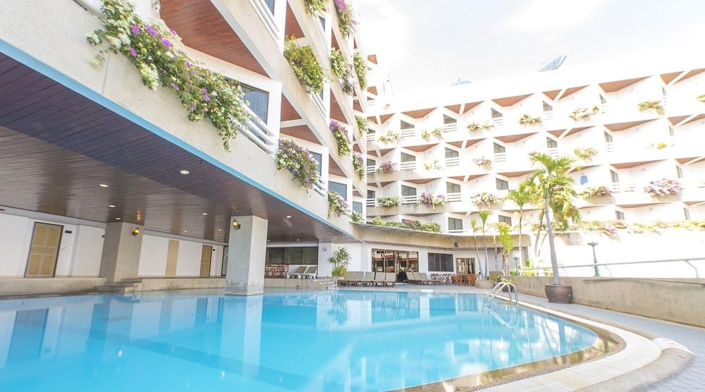 City Beach Resort Hua Hin Outdoor Pool