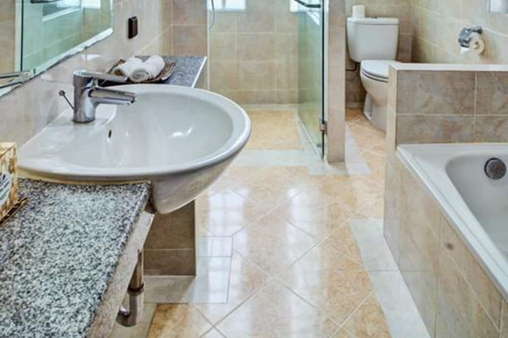 Deluxe Room, Beach View - Bathroom