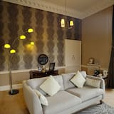 Suite, 1 Double Bed, Non Smoking (Four Poster Bed) - Living Area
