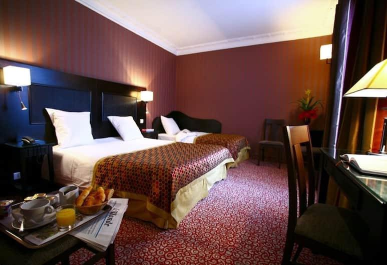 Hotel Convention Montparnasse, Paris, Triple Room, Guest Room