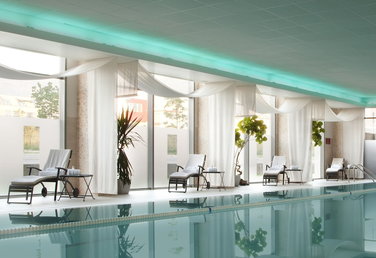 Holiday Inn Sofia, Sofia, Pool