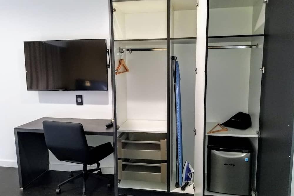 蜜月套房, 1 張特大雙人床, 按摩浴缸 - 迷你冰箱