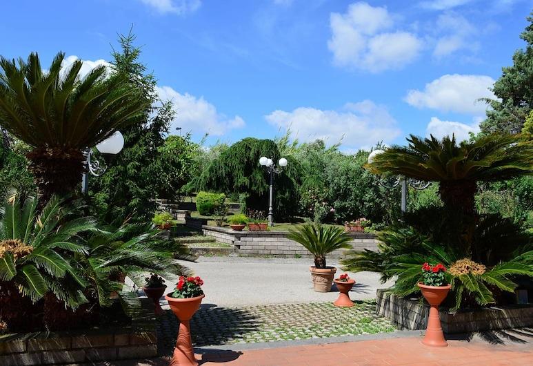 Excel Hotel Roma Ciampino, Marino, Terraza o patio