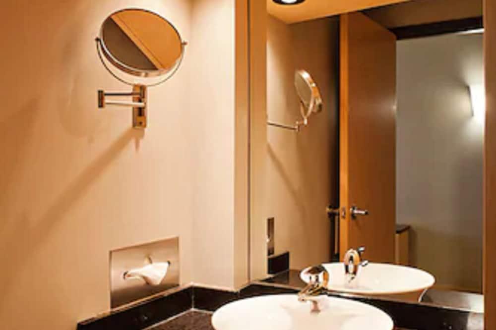 標準客房, 1 張特大雙人床 - 浴室洗手台
