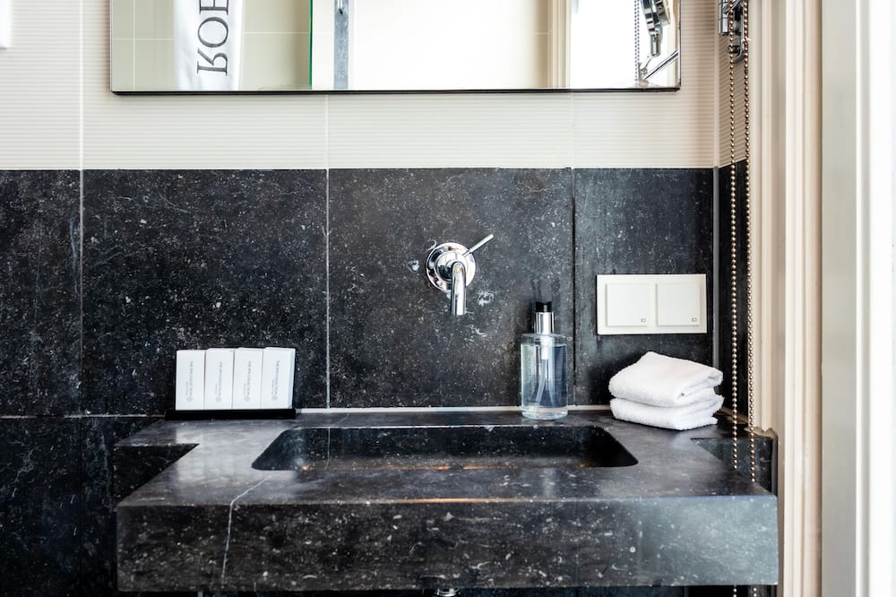 Deluxe Twin Room, Annex Building - Bathroom