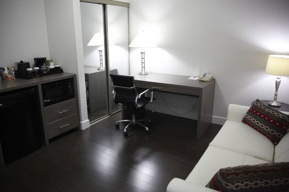 Standard Room, 2 Queen Beds - Living Area