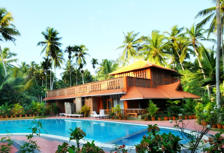Beach and Lake Ayurvedic Resort, Thiruvananthapuram, Piscina