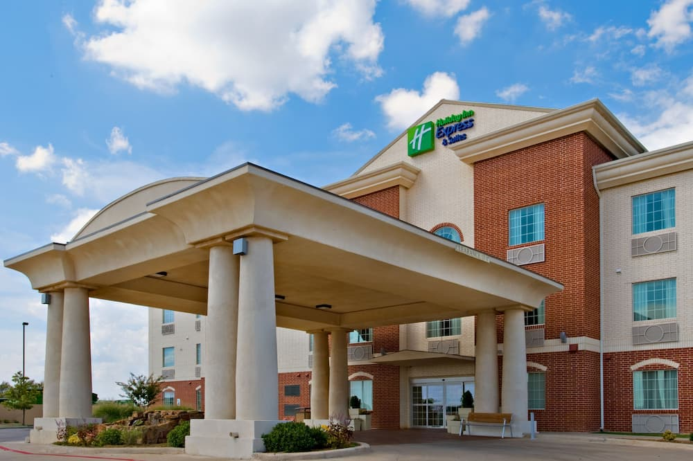 Holiday Inn Express & Suites Levelland, an IHG Hotel