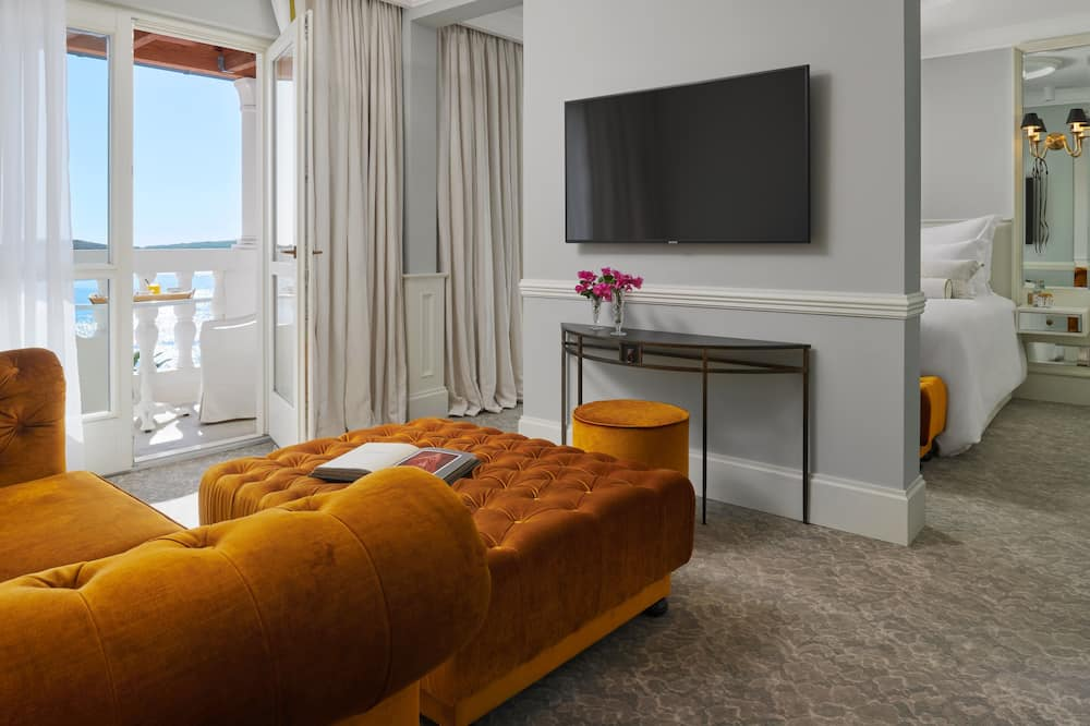 Penthouse, Balcony, Sea View - Living Room