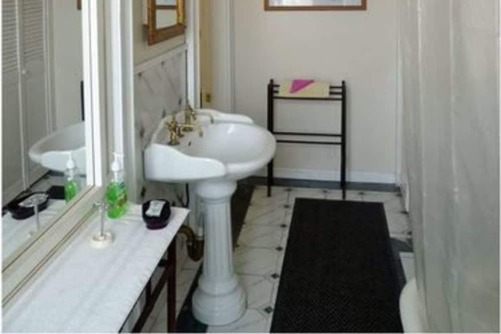 Classic Suite, 1 Katil Ratu (Queen) - Bilik mandi