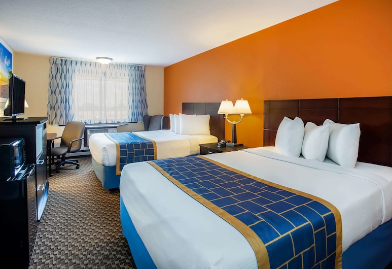 Days Inn & Suites by Wyndham Stevens Point, Stevens Point, Room, 2 Queen Beds, Accessible, Non Smoking, Guest Room