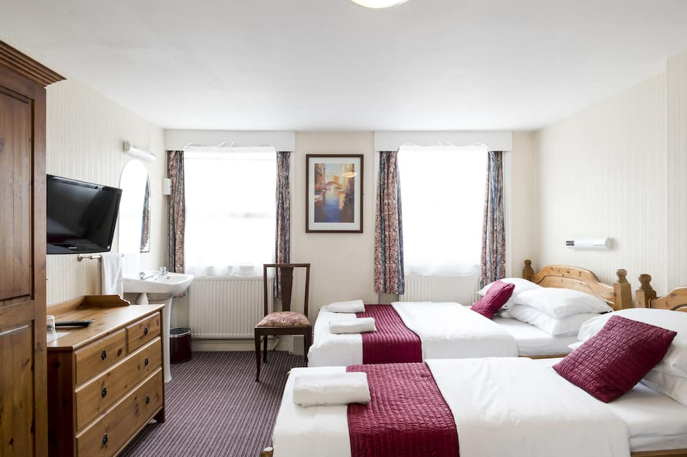 Family Room, Shared Bathroom (Room for 5) - Guest Room