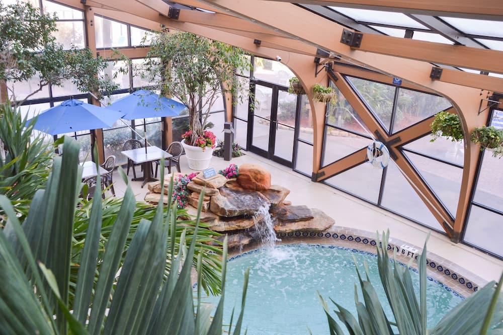 Accessible/handicap Garden Pool View Room, Kitchen, 2 Queen Beds - Guest Room View