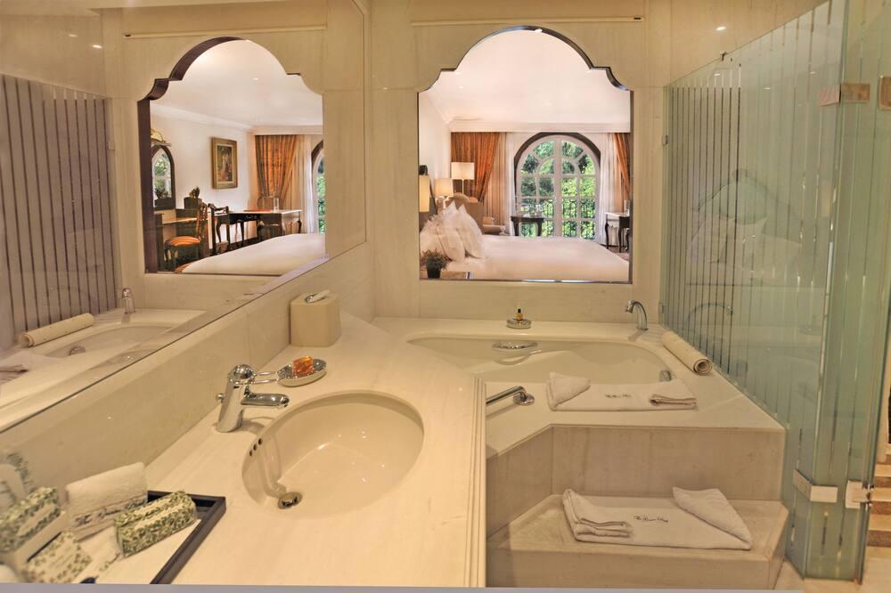 Deluxe-Suite, 2Queen-Betten, Blick auf den Innenhof - Badezimmer