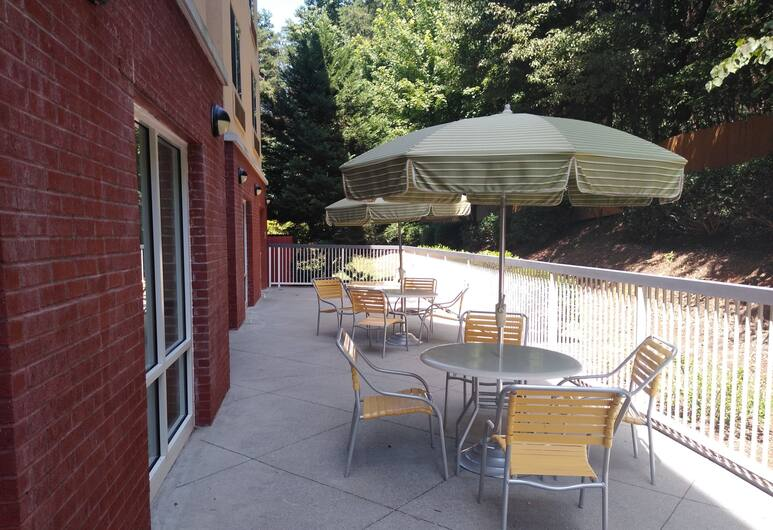 Fairfield Inn & Suites by Marriott Greensboro Wendover, Greensboro okulu, Teras/Veranda