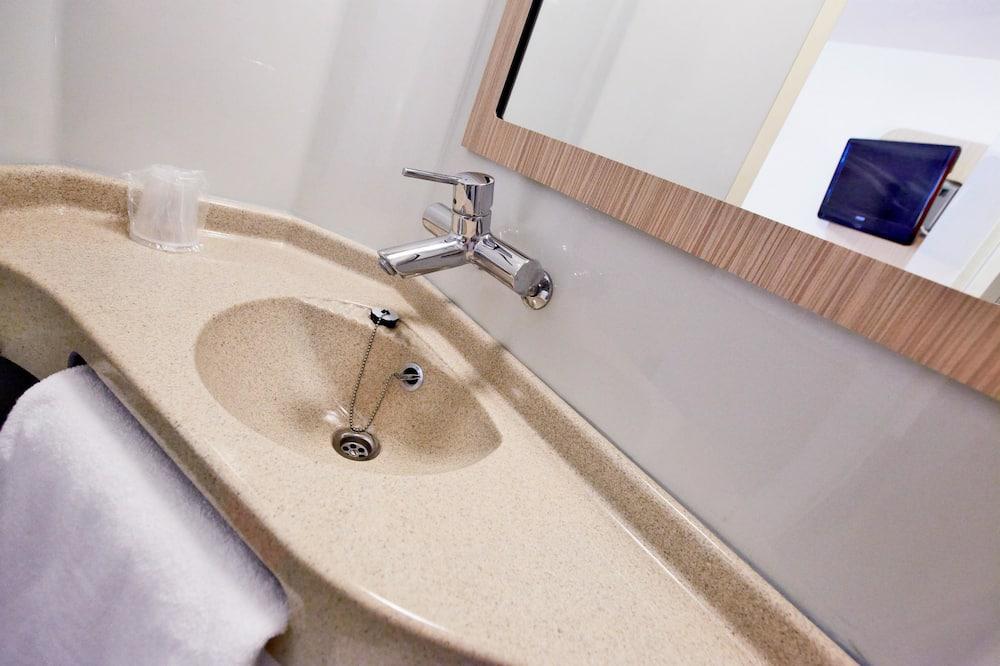 ห้องสแตนดาร์ดดับเบิล, เตียงใหญ่ 1 เตียง - ห้องน้ำ