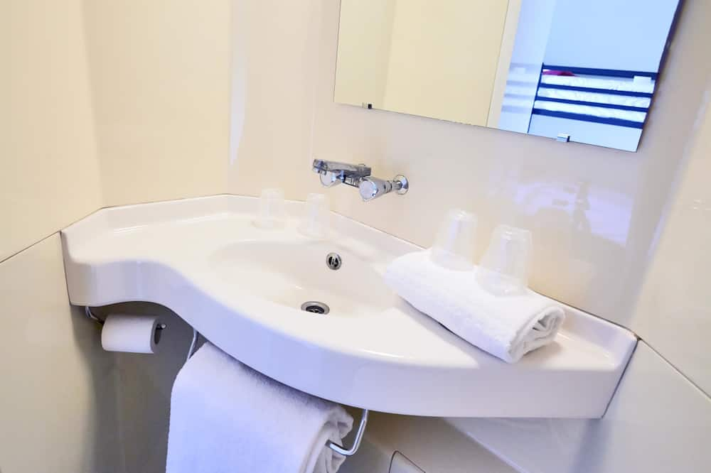 Triple Room (1 Double and 1 Single bed) - Bilik mandi