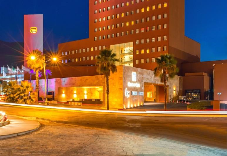 蒙特雷皇家卡米諾酒店, 聖佩德羅加爾薩加西亞, 酒店入口 - 夜景