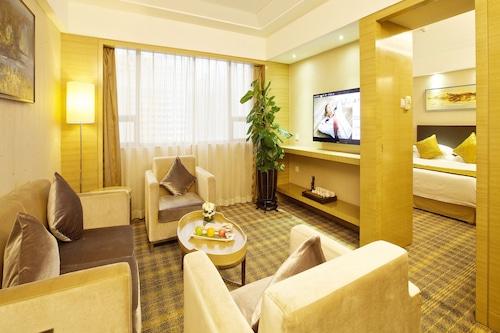 โรงแรมแกรนด์สกายไลท์
