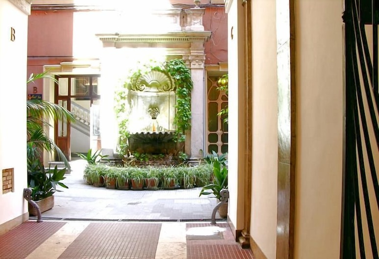 Alius Hotel, Rome, Property Grounds