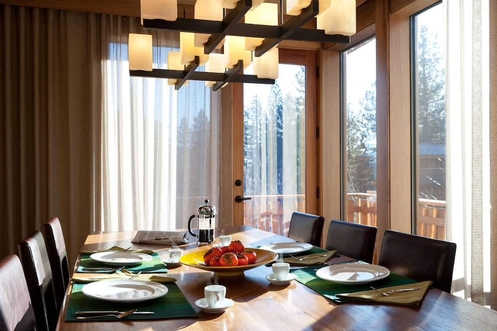 Luxury House, 4 Bedrooms (Osprey #1) - In-Room Dining