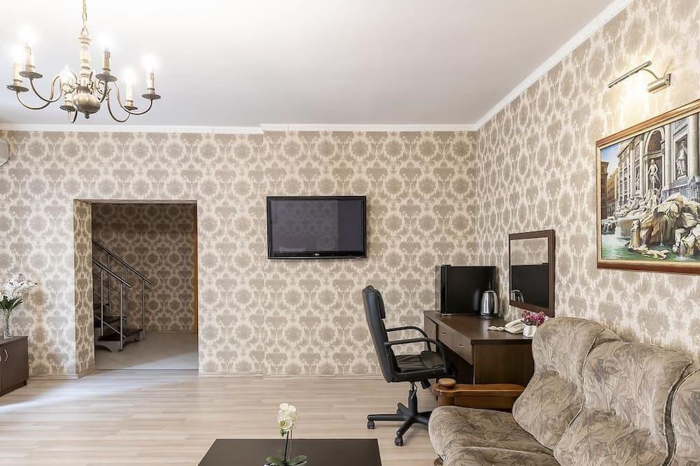 Standard Apartment, 2 Queen Beds - Living Area