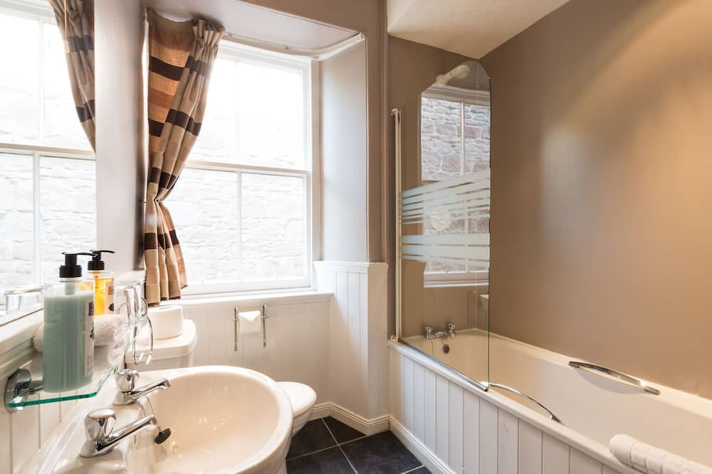 Classic Double Room, River View - Bathroom